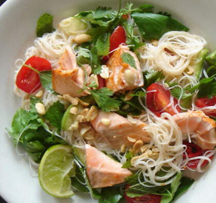 rice noodles with salmon, lime and mint