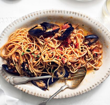 spaghetti-with-mussels-and-white-beans