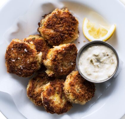 crab-cakes-with-roasted-tomatillo-mayo