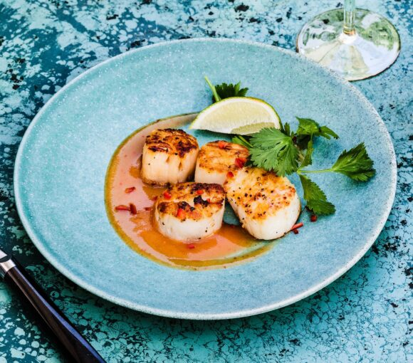 Grilled Scallops With Peach Sweet Chilli Sauce
